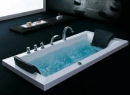 Une baignoire balnéo est mieux installée par un professionnel.