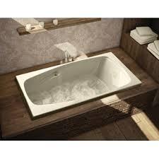 Un artisan est qualifié pour installer une baignoire podium efficacement.