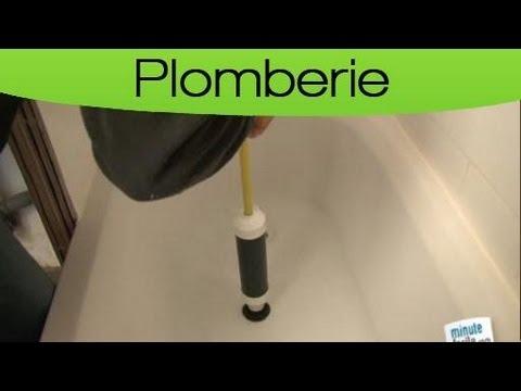 Un plombier intervient au plus vite pour un débouchage baignoire impeccable.