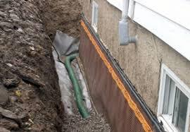 Un plombier intervient pour un débouchage de drain en moins de temps.
