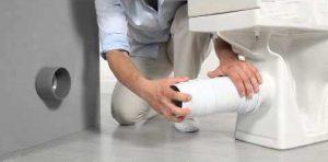 Un plombier qualifié intervient efficacement pour une installation WC.