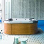 Le jacuzzi d'intérieur, une option satisfaisante pour les amoureux de bain de minuit.