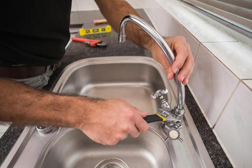 Comment réparer un robinet endommagé ?