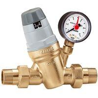 Un artisan plombier intervient pour ajouter un réducteur de pression d'eau à votre installation.