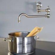 Le robinet industriel s'adapte aussi bien à la cuisine qu'à l salle de bain.