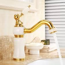 Faites appel à un artisan pour  installer un robinet monotrou.