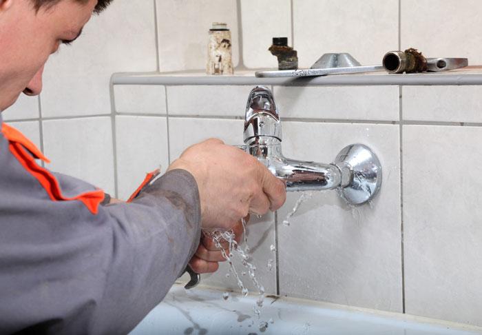 Comment éviter les fuites d'eau dans une salle d'eau ?