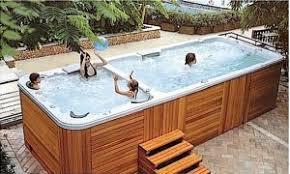 Pour passer des moments sympathiques en famille dans un bassin d'eau, faites installer un spa de nage