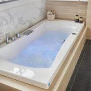 Pour votre plaisir, un artisan intervient pour une installation baignoire thermale.