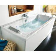 Un plombier vous assiste pour une installation tablier baignoire parfaite.